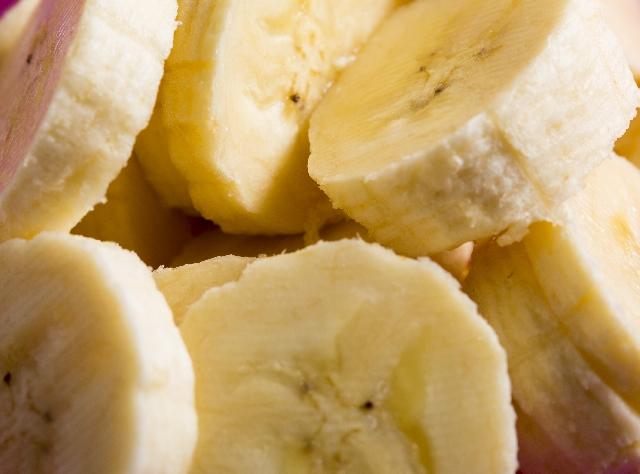 冷凍バナナの皮の黒ずみ、大丈夫なのかな?
