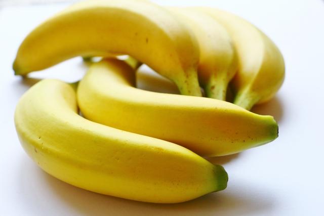バナナが日本に初めて入ってきたのは1903年で台湾から7籠(約70kg)のバナナが神戸港に到着したのが始まりという